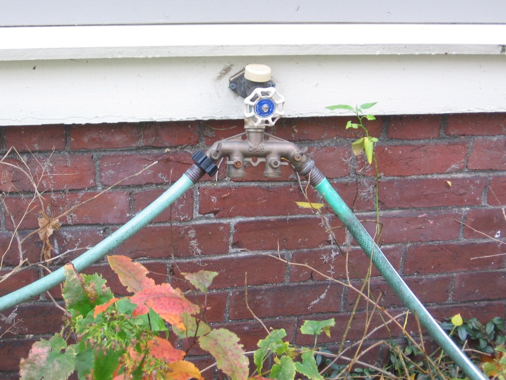 This image has an empty alt attribute; its file name is garden-q-a-winterize-your-hoses.jpg